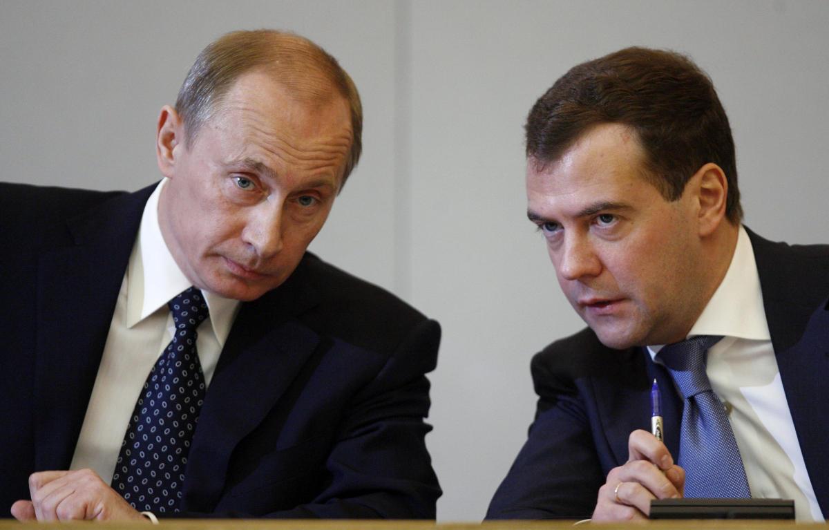 medvedev putin - Рейтинг вероятных преемников Путина возглавили Медведев и Собянин