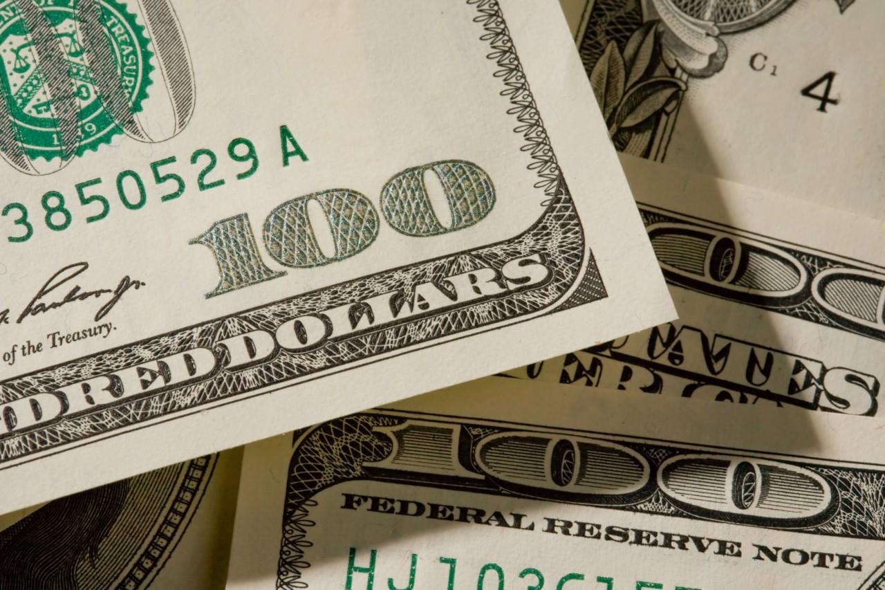 f9018974b600 - Биржевой курс доллара впервые с июня опустился ниже 57 рублей