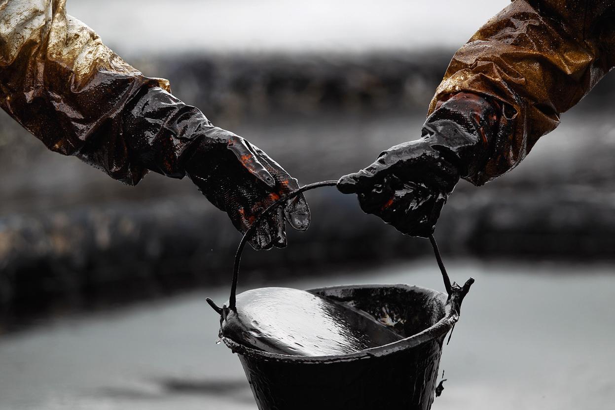utechka nefti 1 1 - Не все потеряно: в Сургуте предложили способ увеличения добычи нефти