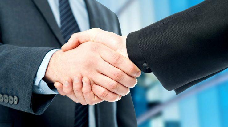 Handshake e1505326227145 740x415 - Крым наш: Югорские предприятия налаживают связи с инвесторами Крыма