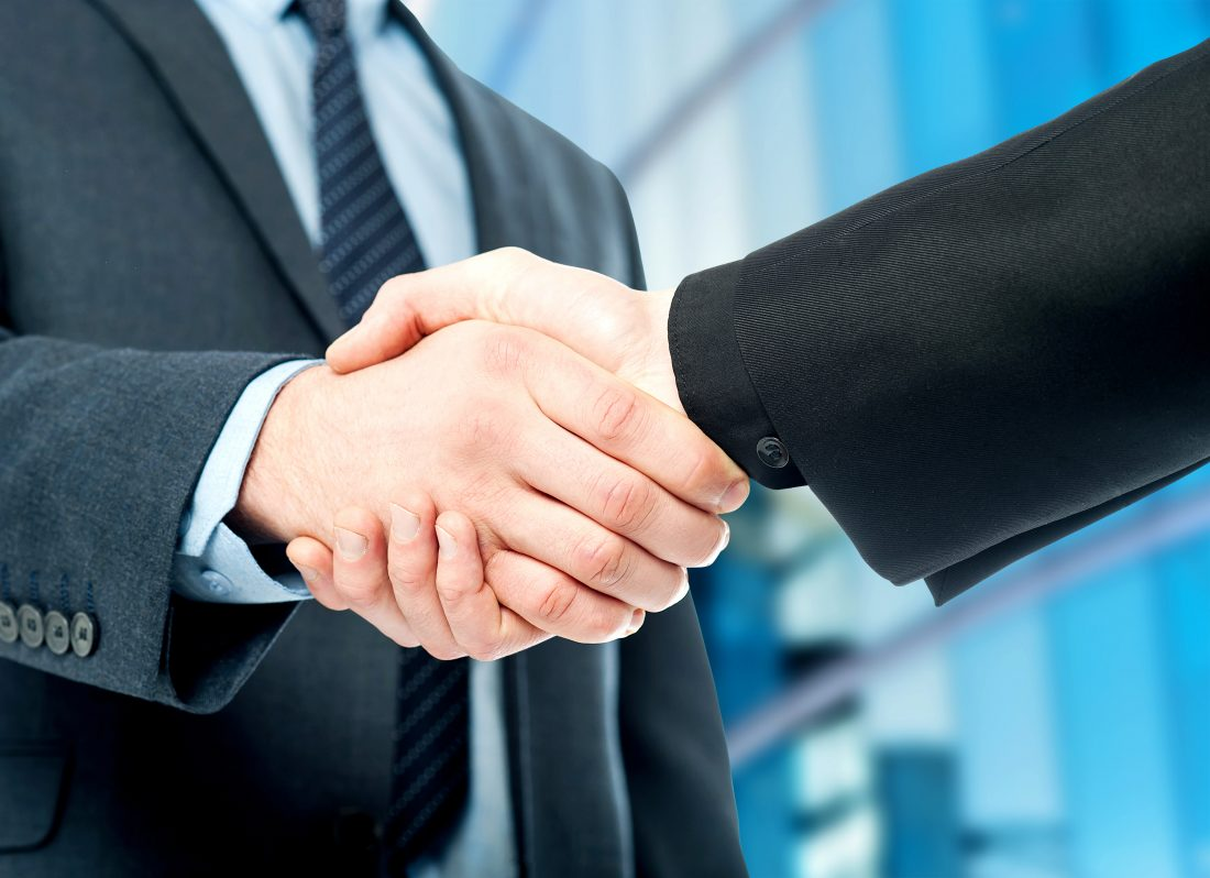 Handshake e1505326227145 - Крым наш: Югорские предприятия налаживают связи с инвесторами Крыма