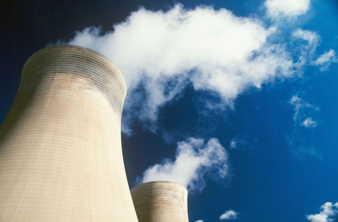 cooling towers 409395a - Застроимся АЭС? Более 70% россиян поддерживают ядерную энергетику
