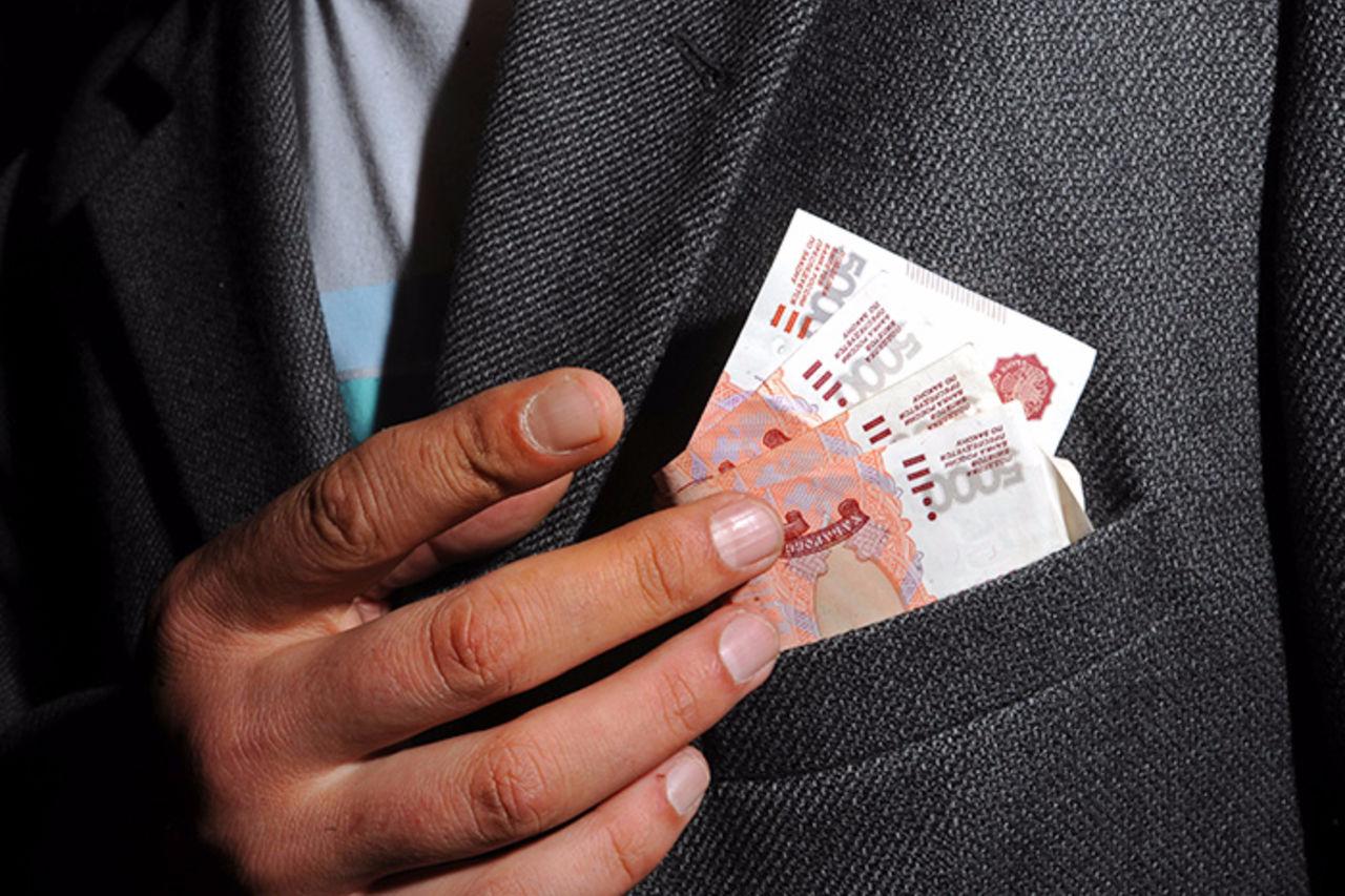 7f05ea3875889b0b18d681aa50f94f33 - Неловко вышло: мэр Сургута зарабатывает в два раза больше чем губернатор Югры