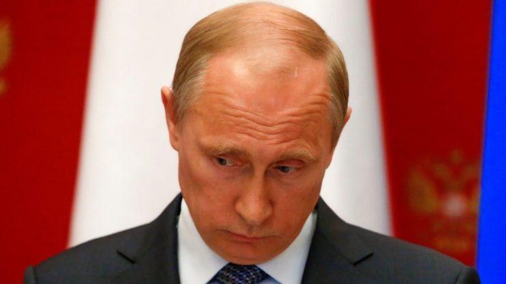 0270ce23a23f38f52a15d3d77e9f1607 e1476943332879 740x415 - Путин теряет позиции: рейтинг президента находится на самом низком уровне с 2013 года