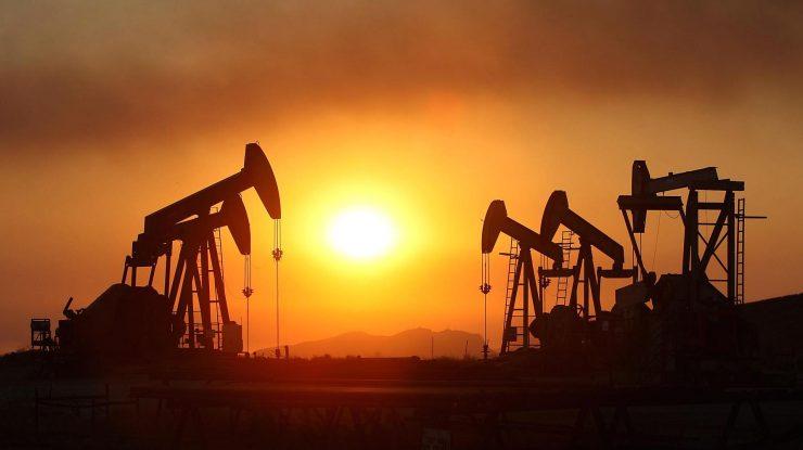 100550500 oil rigs smoke sunset california getty.1910x1000 740x415 - Россия и Саудовская Аравия просят ОПЕК увеличить добычу нефти