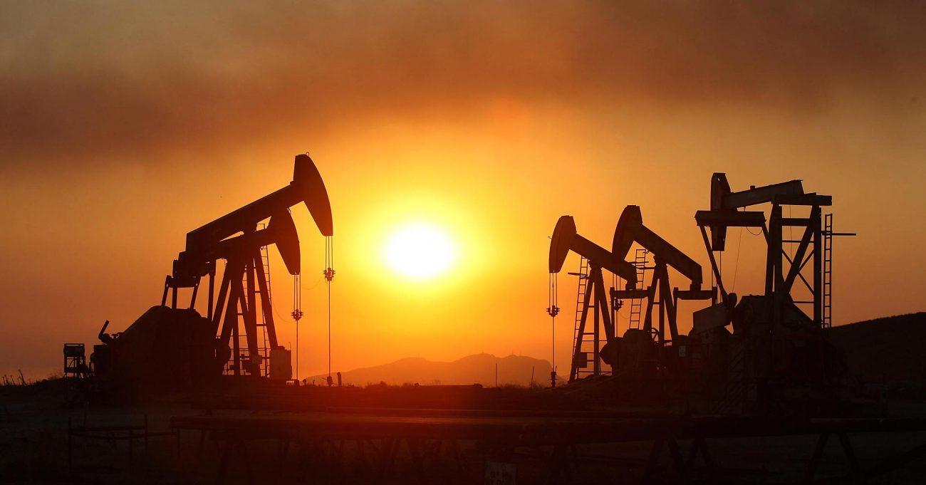 100550500 oil rigs smoke sunset california getty.1910x1000 - Россия и Саудовская Аравия просят ОПЕК увеличить добычу нефти