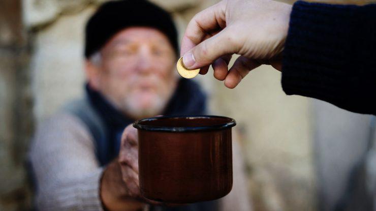 1514388290 6303 39130 951281c389 740x415 - По статистике, количество бедных людей в России сократилось впервые за последние 5 лет