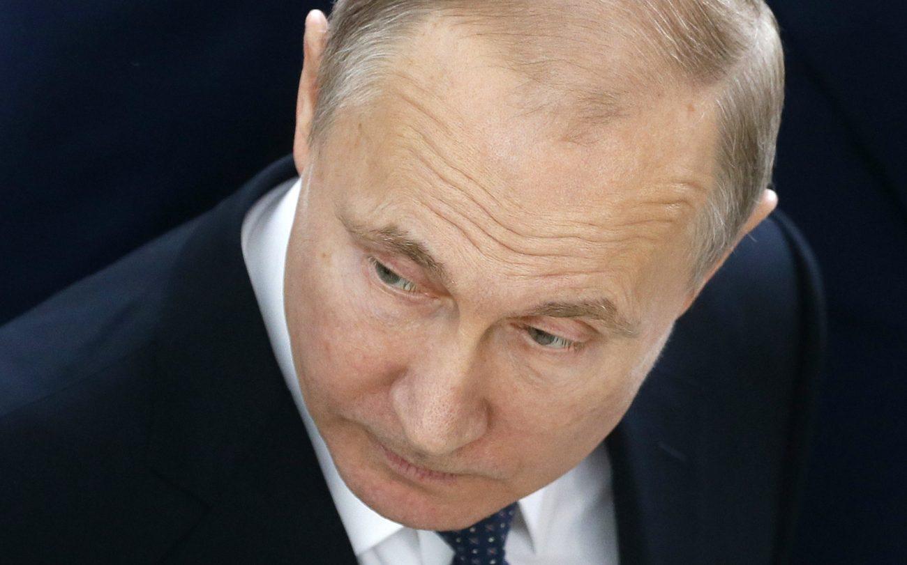 3000 - Во время проведения ЧМ по футболу и одновременного принятия ряда законов индекс доверия к Путину упал до 37%