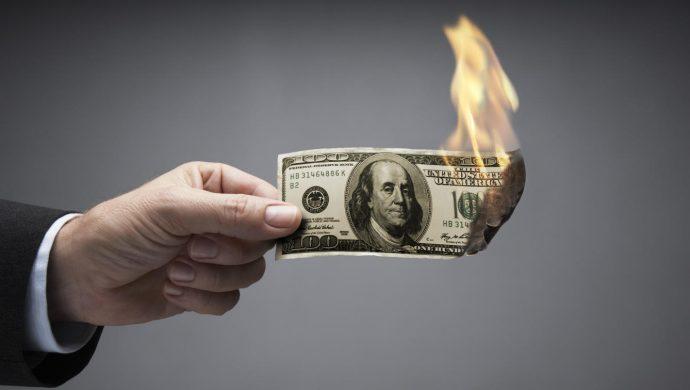 el dinero no es mas que una promesa de papel john smith corbis 690x390 - Отказ от доллара: все расчеты по сделкам с нефтью в России возможно переведут на национальную валюту