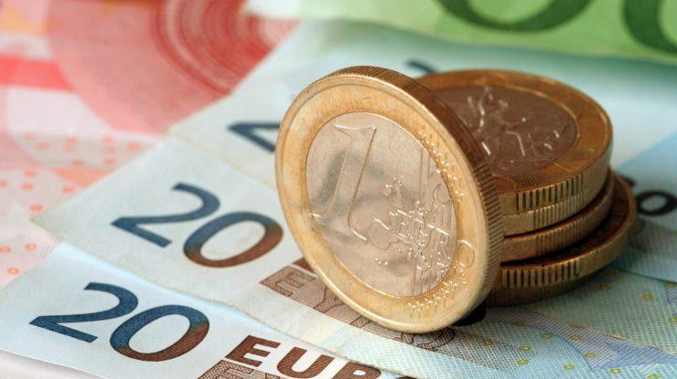 0a71d75b928811f86cba54dfa5e367ef 2 740x415 - Паника на валютном рынке: евро превысил отметку в 80 рублей