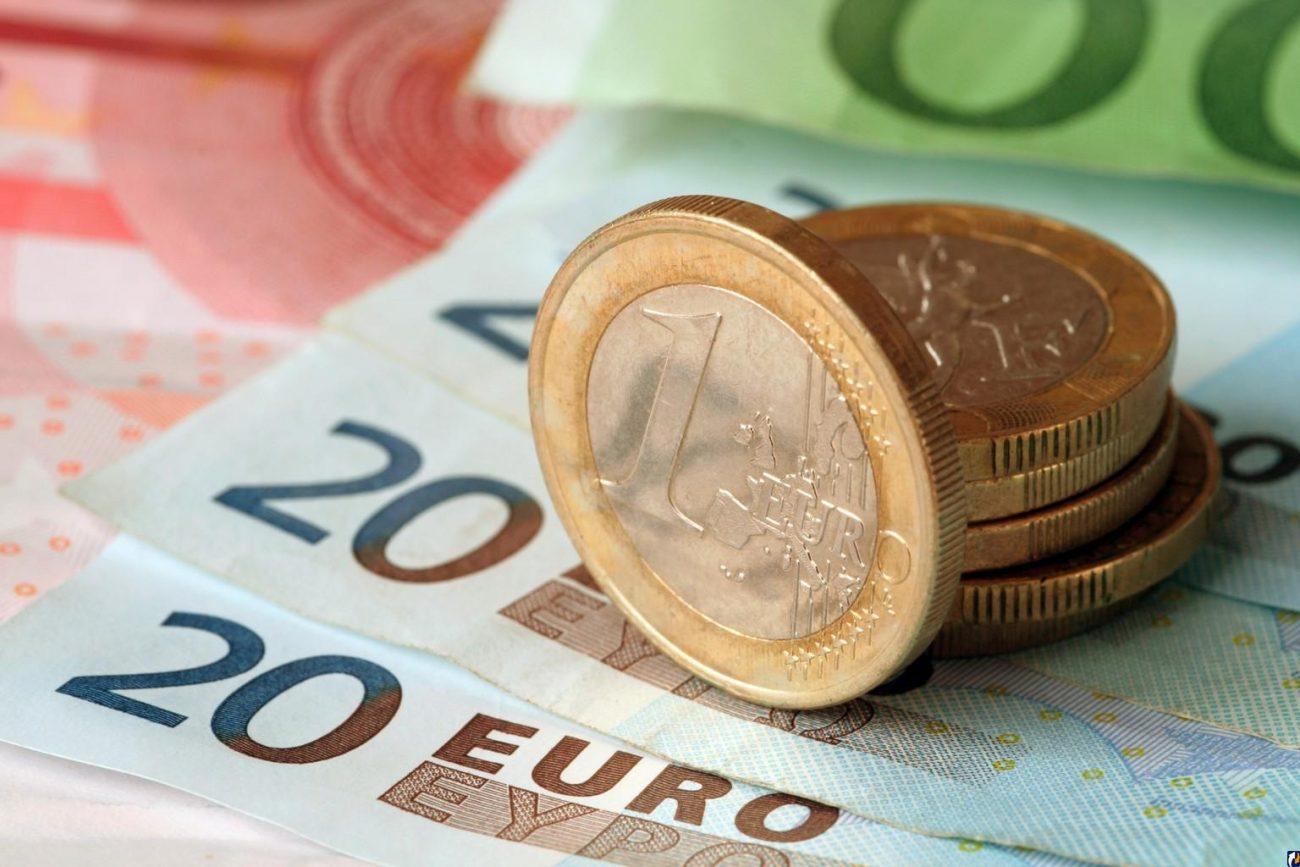 0a71d75b928811f86cba54dfa5e367ef 2 - Паника на валютном рынке: евро превысил отметку в 80 рублей