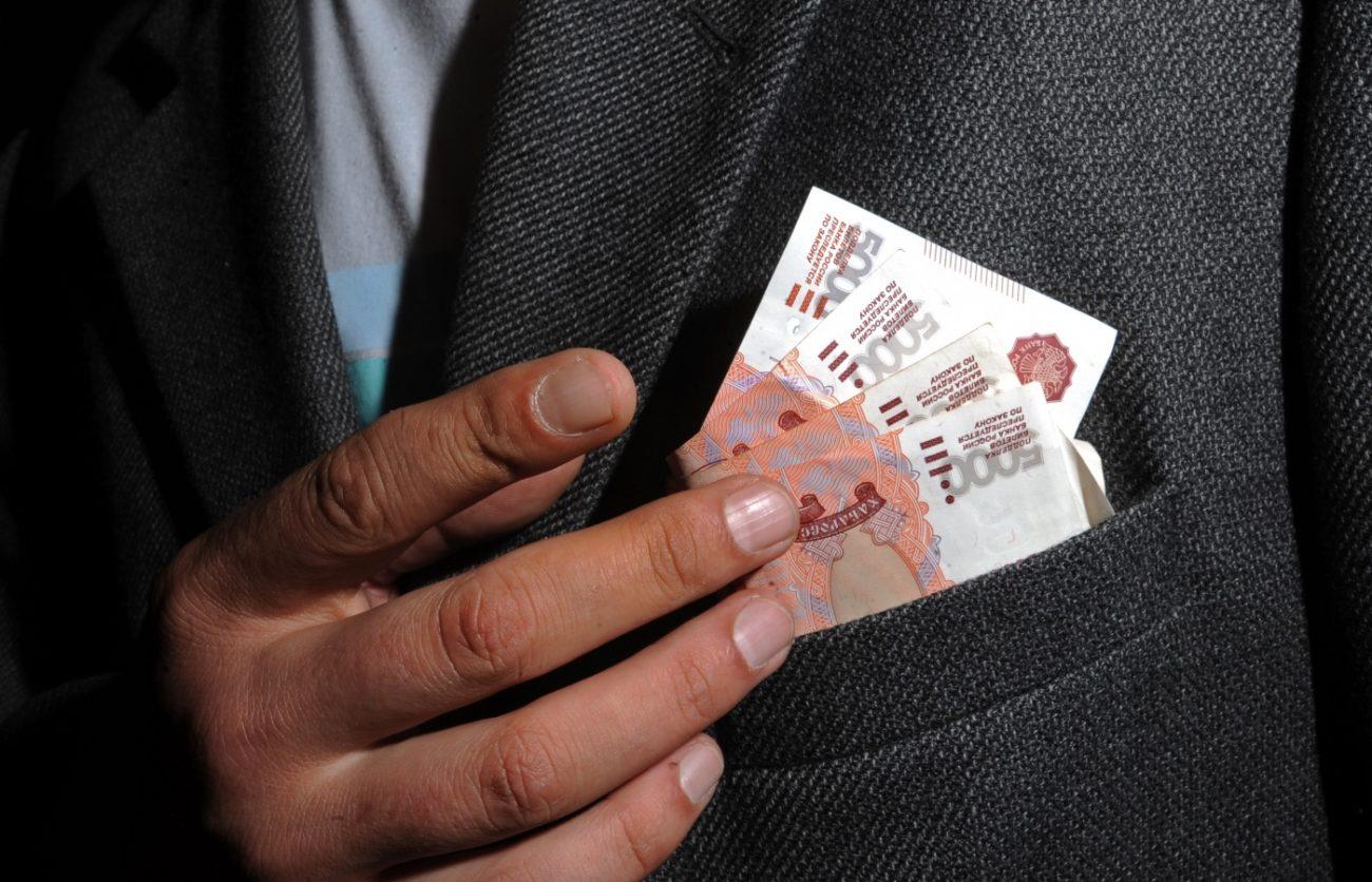 801b63 - 630 миллиардов рублей пустят на материальную мотивацию российских чиновников