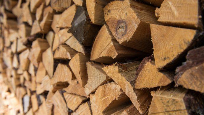 firewood desktop hd wallpaper 59175 60959 hd wallpapers 690x390 - Уголь и дрова: котельные Югры будут переводить на альтернативные виды топлива