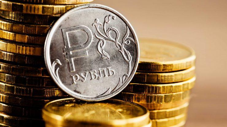 ruble e1461848012496 740x415 - Югра в числе «ударников» по вкладу в Российскую экономику
