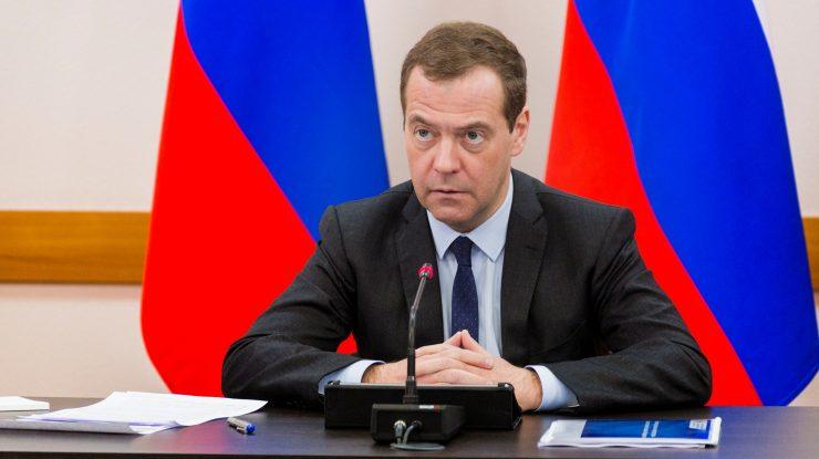 x0a9317 copy 740x415 - Комарова отчиталась перед Медведевым за нефть и доходы югорчан