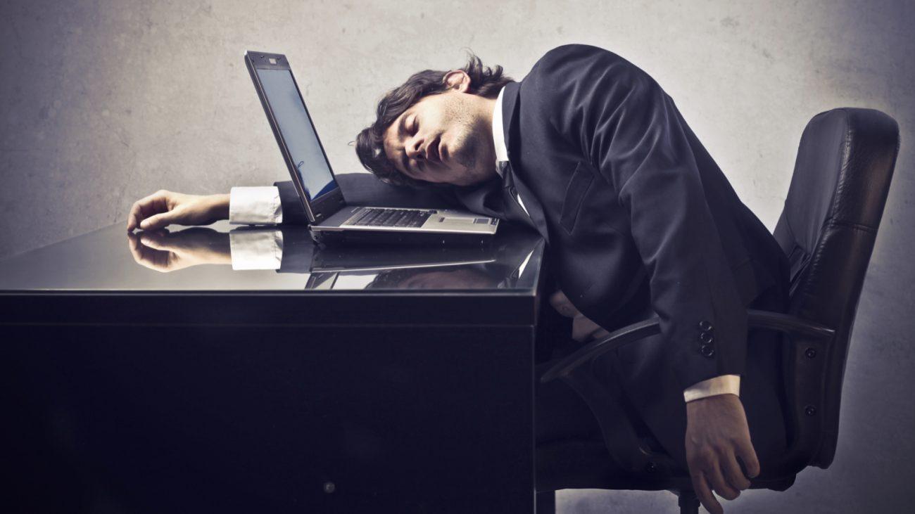 a5db6260f84164ba07cf4b3cb1c70d14 - Проспали деньги: невыспавшиеся сотрудники ежегодно лишают работодателей двух триллионов рублей